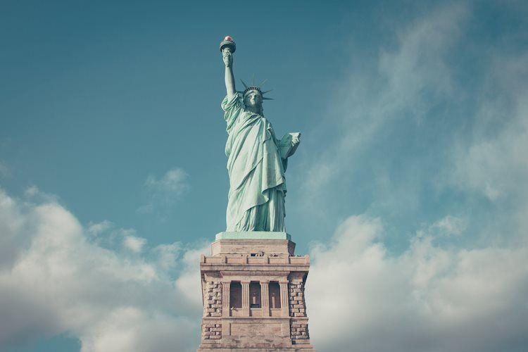 """La secretaria del Tesoro de Estados Unidos, Yellen, insta a volver a aumentar el techo de la deuda para evitar una """"catástrofe"""""""