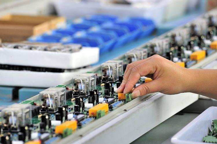 La producción industrial se contrae un 1,6% en agosto como se esperaba