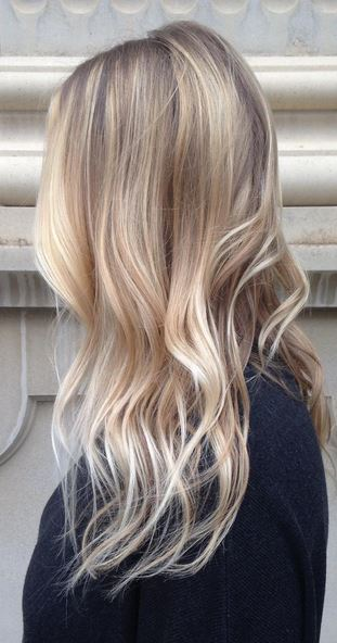 hair trends - natural looking blonde highlights