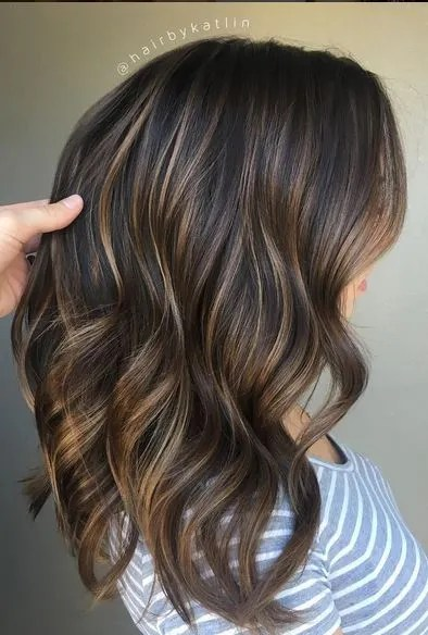 perfectly blended brunette balayage highlights