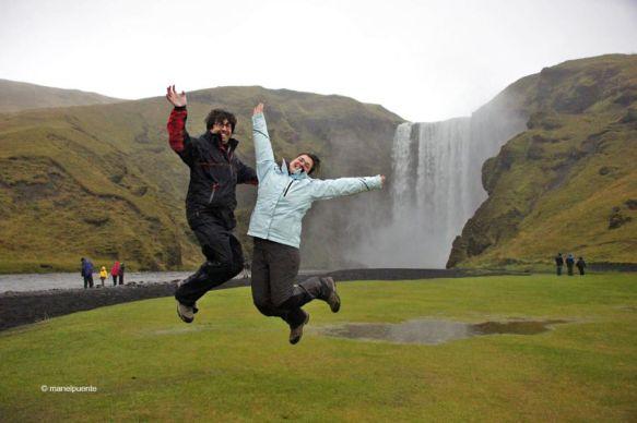 La cascada Skógafoss és una de les més visitades del país