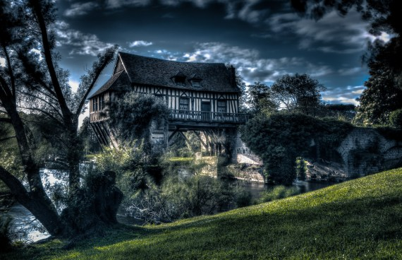 Le vieux Moulin de Vernon by Manemos