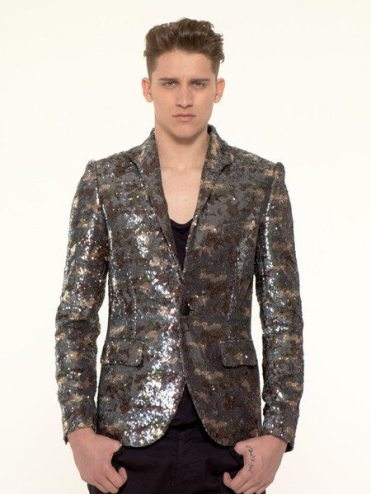 uncondontional_AW12_multi_camouflage_grande_Model