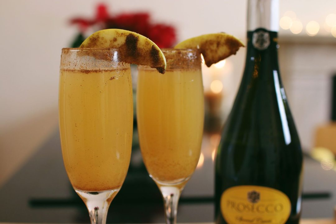 Spiced-Apple-Mimosa-Champagne-Cocktail-How-To
