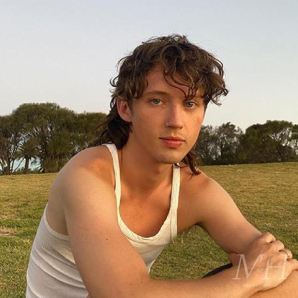 Troye Sivan: Long Curly Mullet