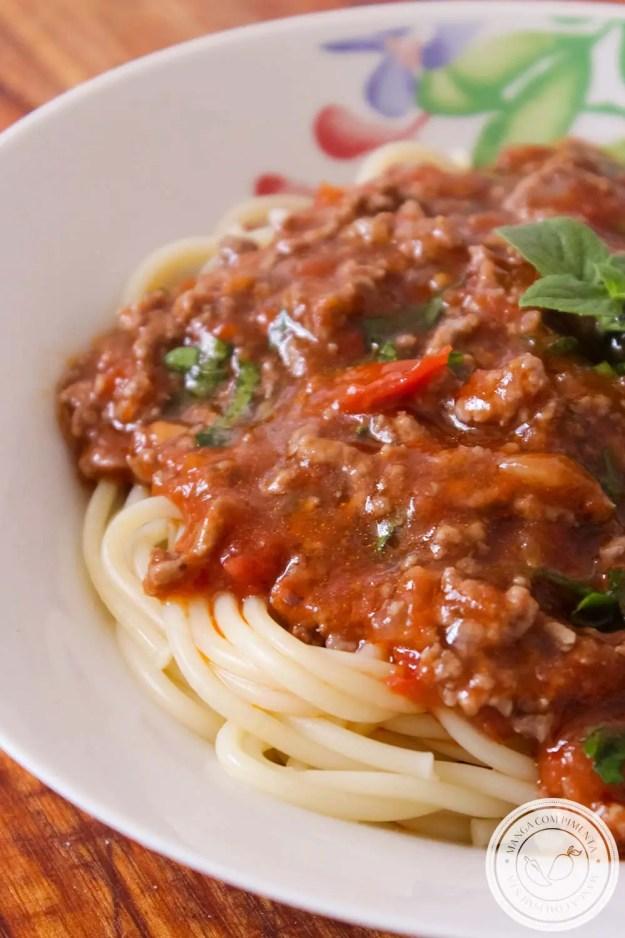 Receita de Macarrão com Carne Moída e Molho de Tomate | Bolonhesa Caseira - perfeito para o almoço de final de semana com a família.
