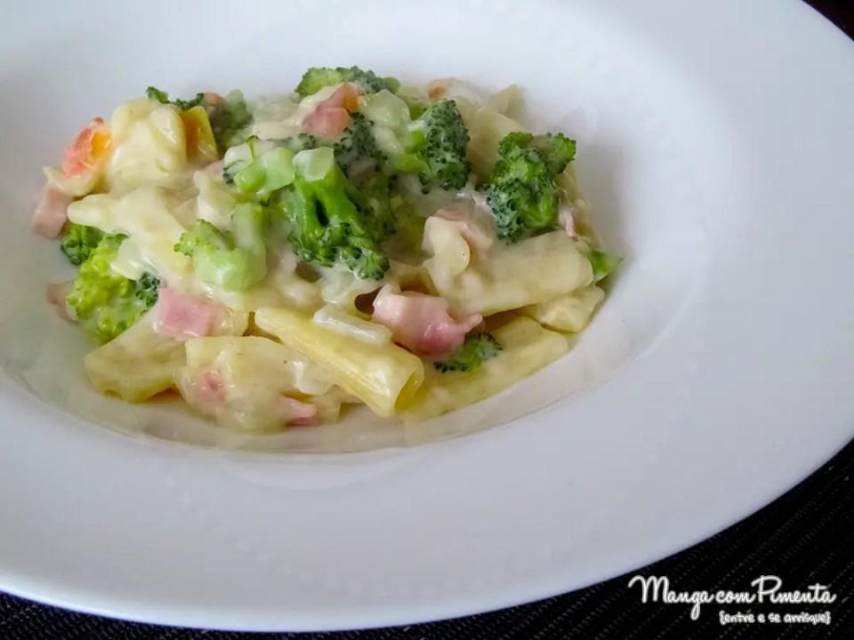Jantar Romântico: Macarrão penne ao molho branco, brócolis e presunto