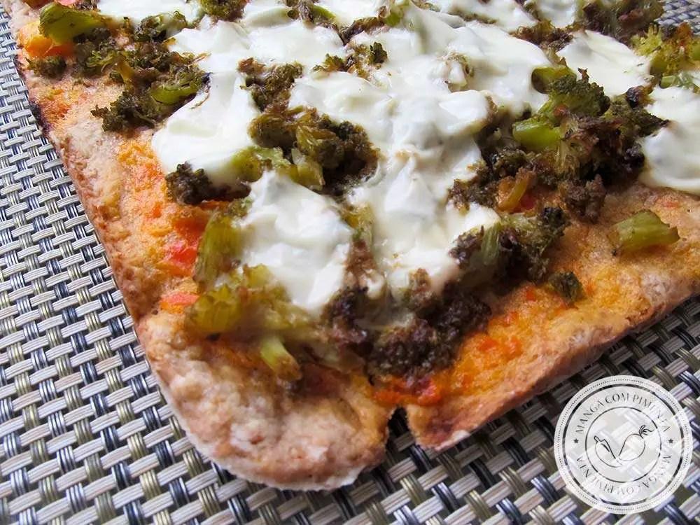 Pizza Integral de Brócolis e Requeijão - lanche nutritivo para o final de semana!