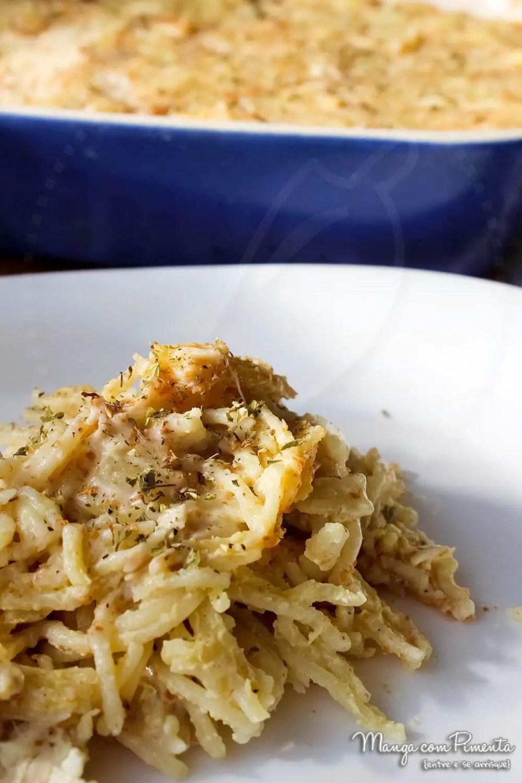 Macarrão de forno com molho branco e frango