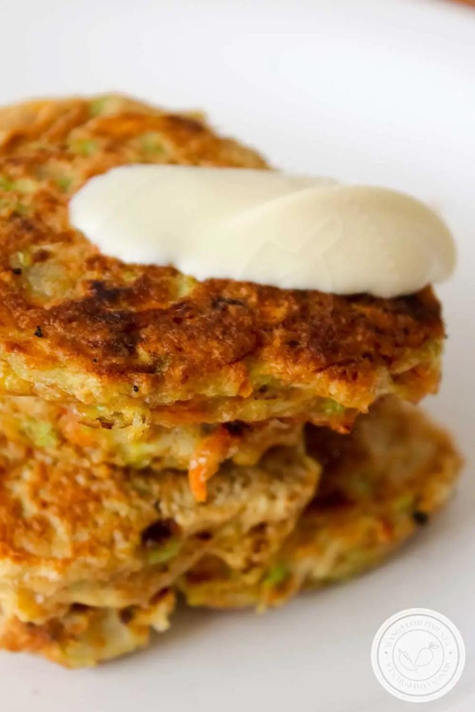 Receita de Bolinhos de Abobrinha com Cenoura - um delicioso prato para o almoço.