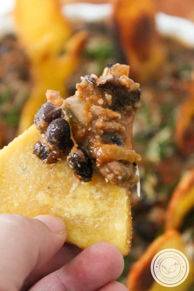 Receita de Cemitério Abandonado Chilli Beans com Tumbas de Nachos para o Halloween - sirva um delicioso lanche no Dia das Bruxas.