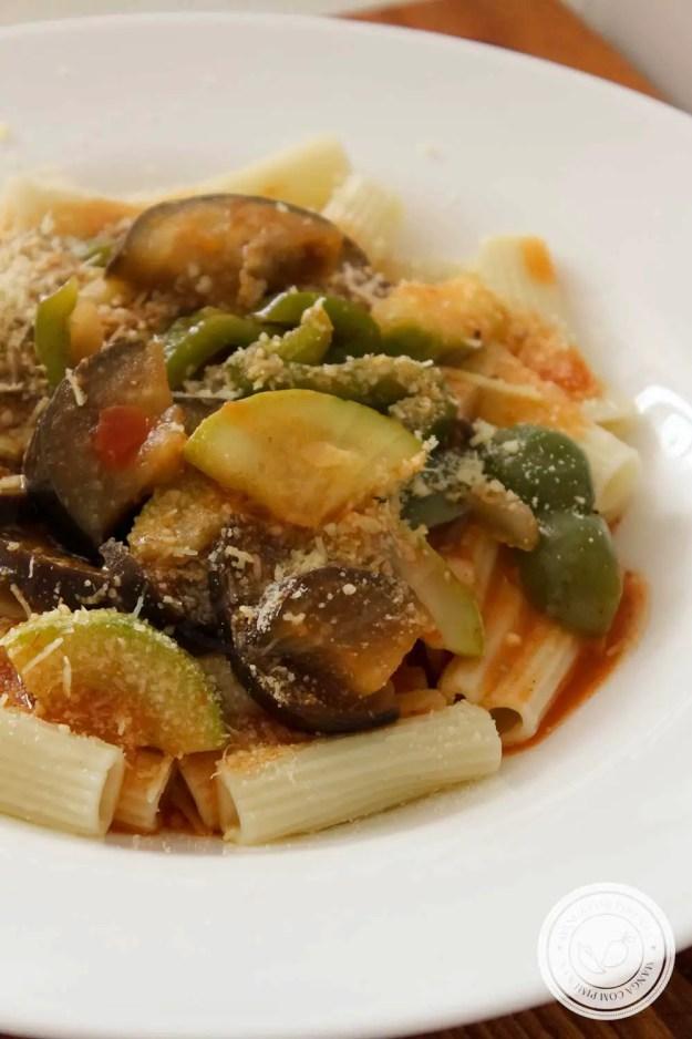 Receita de Macarrão com Ratatouille - uma delícia vegetariana para o final de semana.