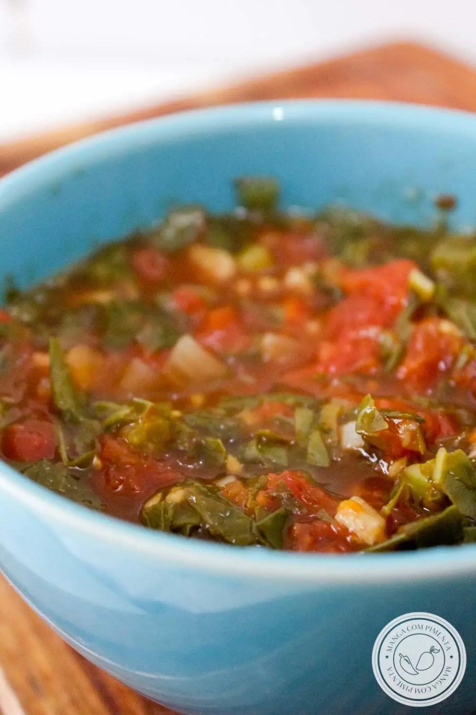 Molho de Tomate com Couve - um delicioso molho vegetariano para acompanhar qualquer prato!