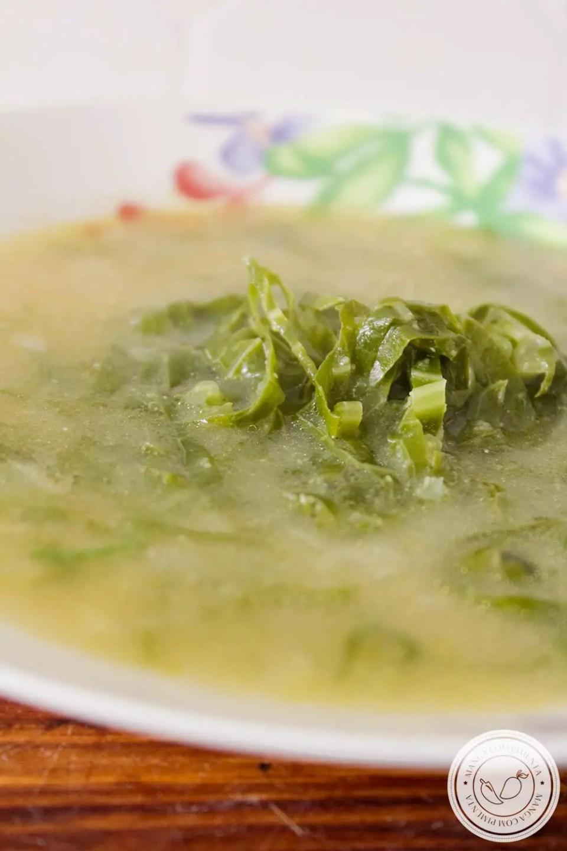 Sopa de Fubá com Couve - um delicioso prato para esquentar o corpo nos dias frios!