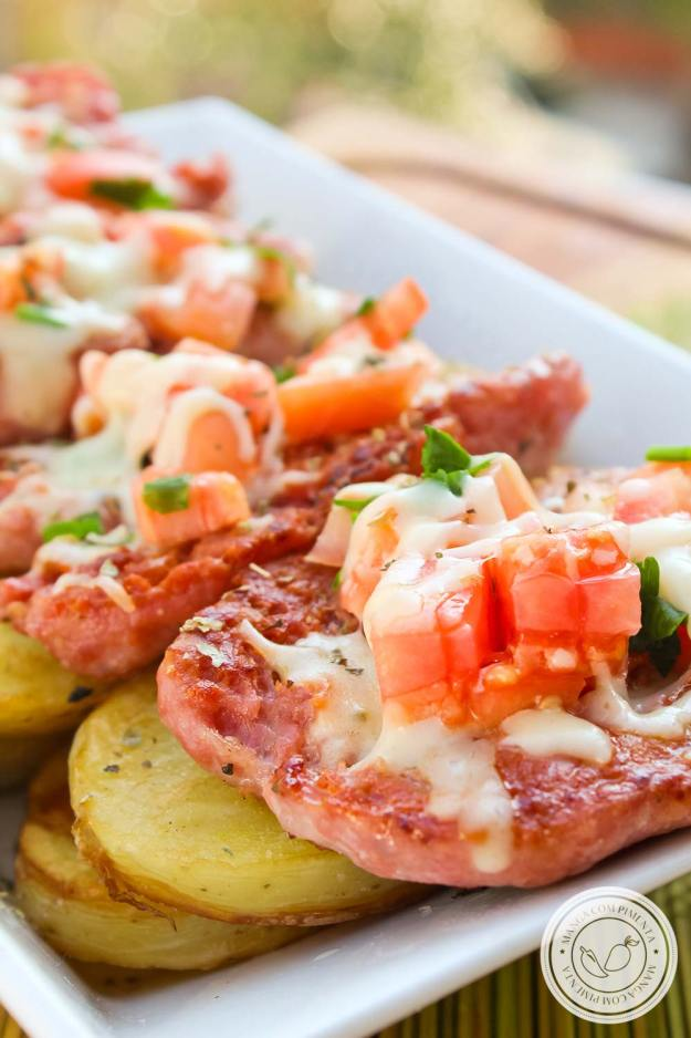 Linguiça de Churrasco com Queijo e Tomate - uma delícia para fazer no final de semana para petiscar!