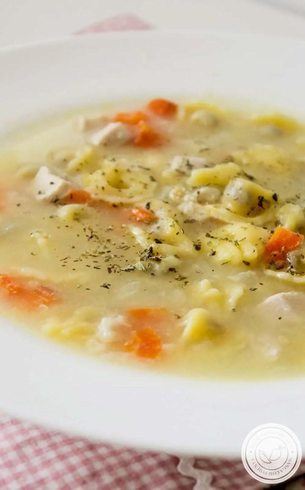 Sopa de Capeletti de Frango com Cenoura - perfeito para os dias frios!