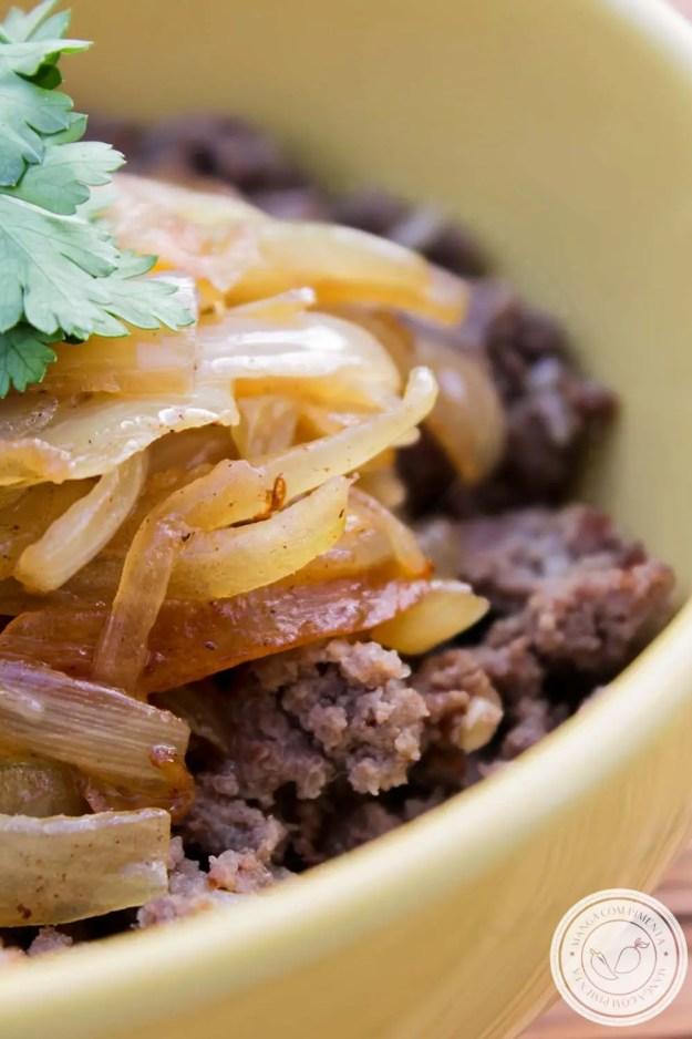Carne Moída com Cebola Caramelizada - um prato caseiro para um almoço simples durante a semana!