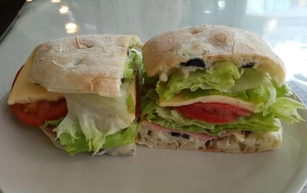 Chivito Uruguaio | Um Sanduíche ótimo para qualquer hora.