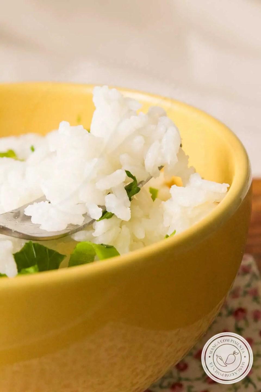 Receita de Arroz Branco sem Óleo ou Azeite - faça um prato com menos calorias, veja como é fácil de preparar!