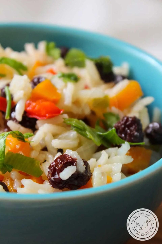 Receita de Arroz à Grega - um prato simples e delicioso para servir em datas especiais ou nas ceias de final de ano.