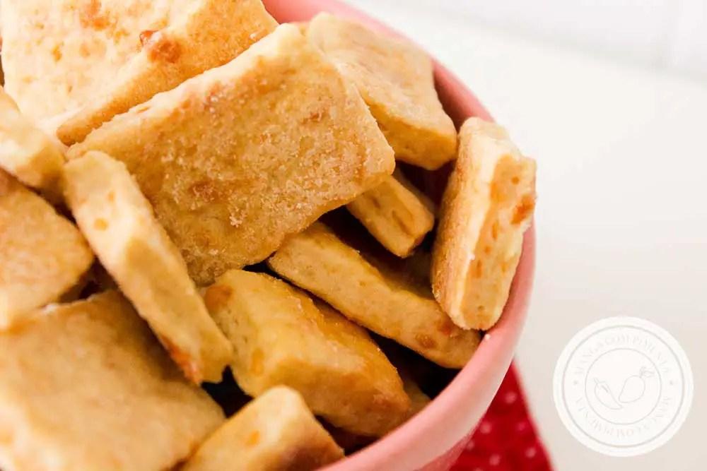 Receita de Salgadinho de Queijo Caseiro - um petisco delicioso para o lanche da tarde.