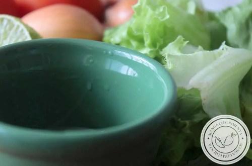 Receita de Molho para Salada Verde - um simples vinagrete para temperar uma gostosa salada verde.