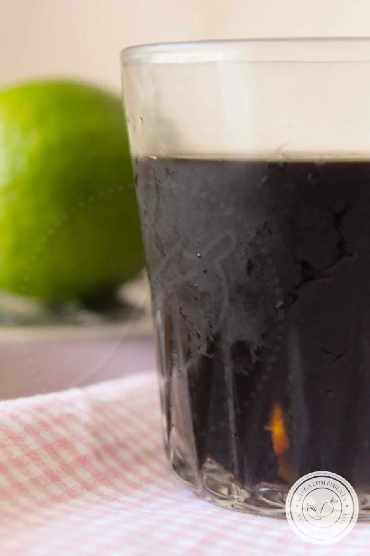 Receita de Café Gelado com Limão - uma bebida refrescante para começar bem o dia, sirva no café da manhã ou lanche da tarde.