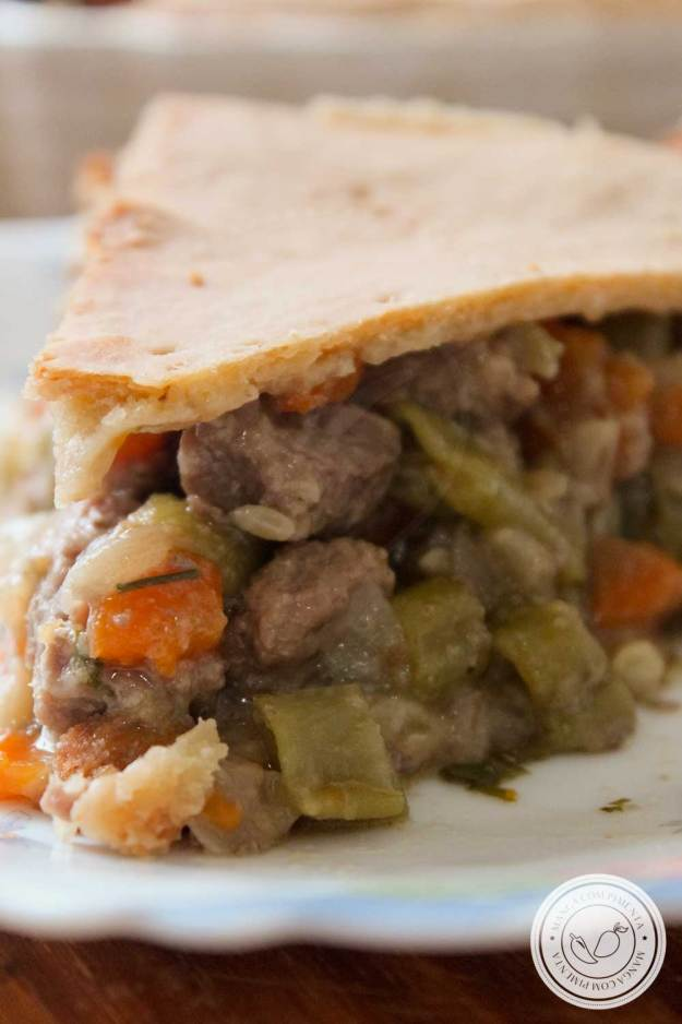 Receita de Torta de Carne com Cenoura e Vagem - um prato delicioso e confortante para os dias fresco de outono.
