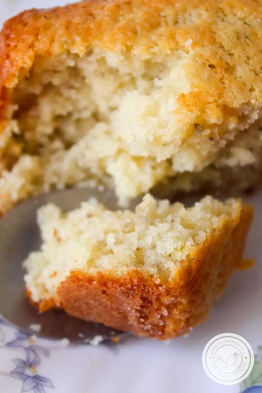 Receita de Bolo de Limão com Semente de Chia - um bolo gostoso e nutritivo para começar bem o dia.