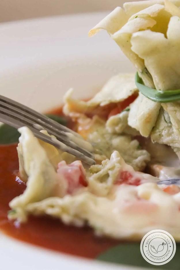 Panquecas Caprese - perfeito para o jantar no Dia dos Namorados em casa!