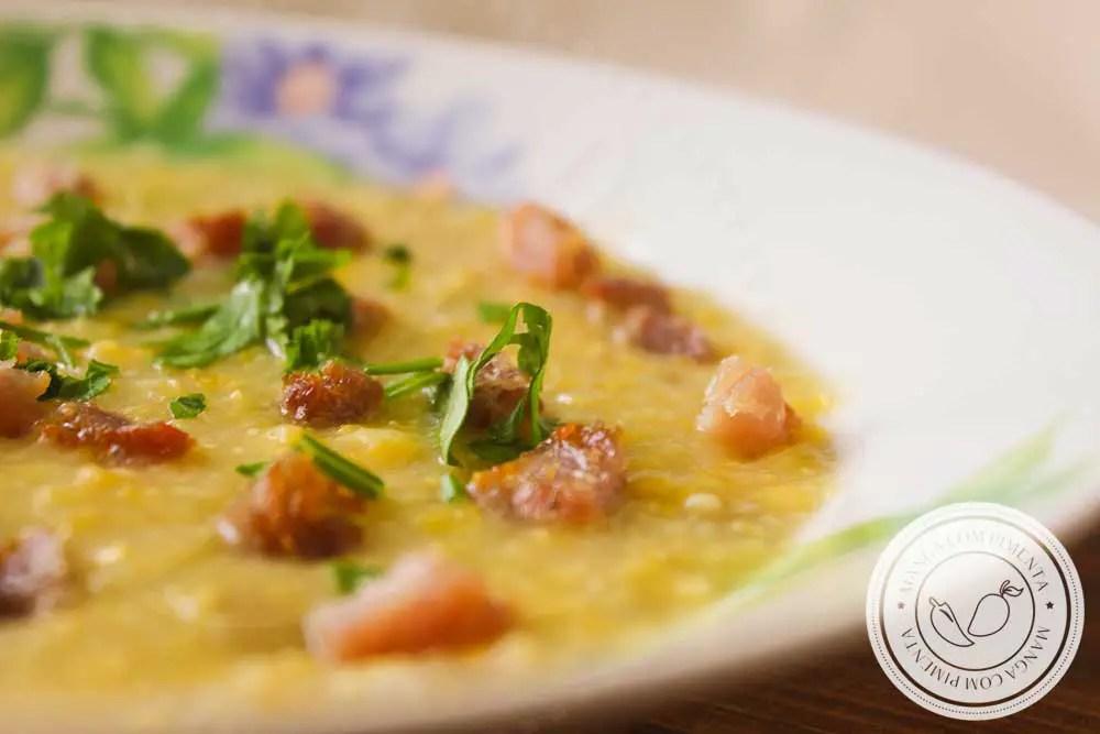 Receita de Caldo de Milho Verde com Bacon - um prato quentinho e saboroso para os dias frios!