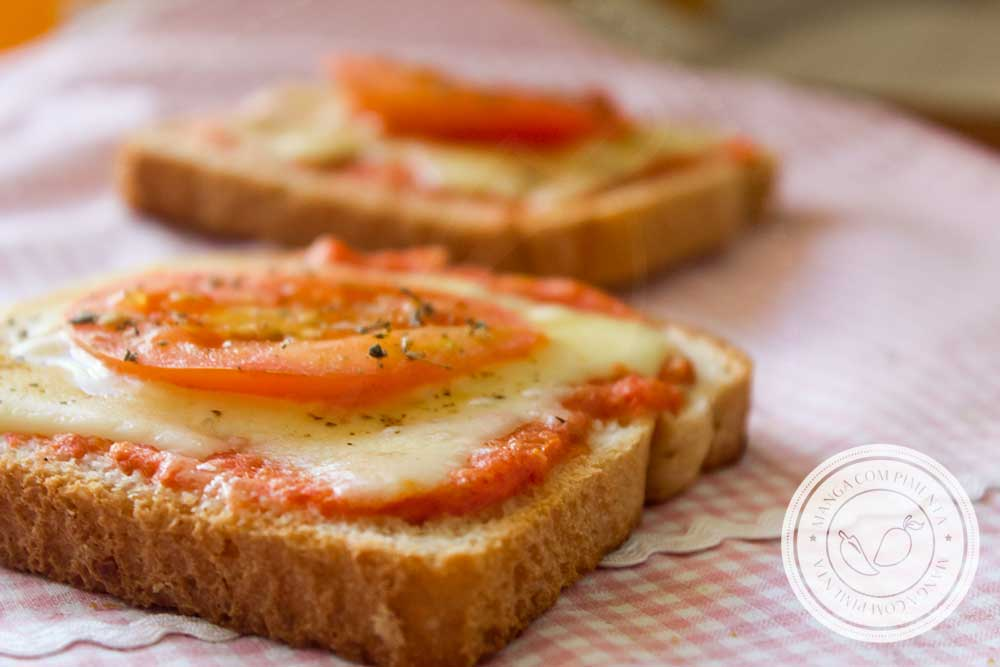 Receita de Pizza Express no Pão de Forma - para o lanche da tarde da criançada nas férias escolares!