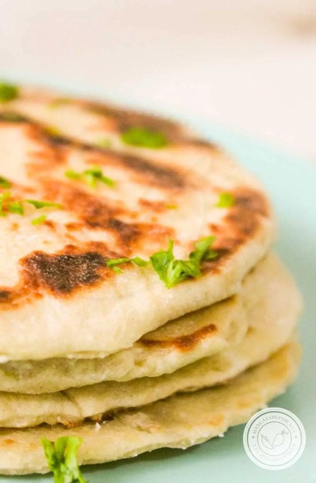 Receita de Pão Indiano Naan - prepare para um jantar indiano ou para servir em um lanche diferente com os amigos.