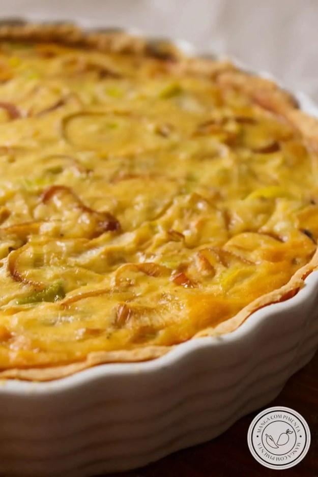 Receita e Quiche de Alho-poró e Cebola Caramelizada - uma torta deliciosa para servir no final de semana ou nas Festas de Final de Ano.
