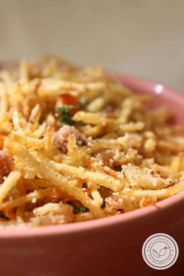 Receita de Farofa de Batata Palha e Bacon - mude a farofinha tradicional por essa farofinha crocante no Natal.