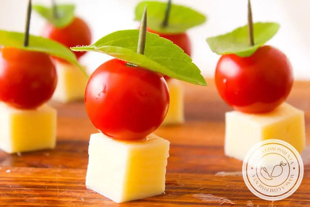 Receita Caprese no Palito - um petisco para servir aos seus convidados antes dos pratos principais!