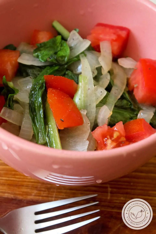Receita de Almeirão refogado com Tomate - para um almoço ou jantar nutritivo nesse verão!