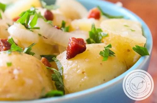 Receita de Salada de Batata Rústica - um prato delicioso para o almoço de domingo.