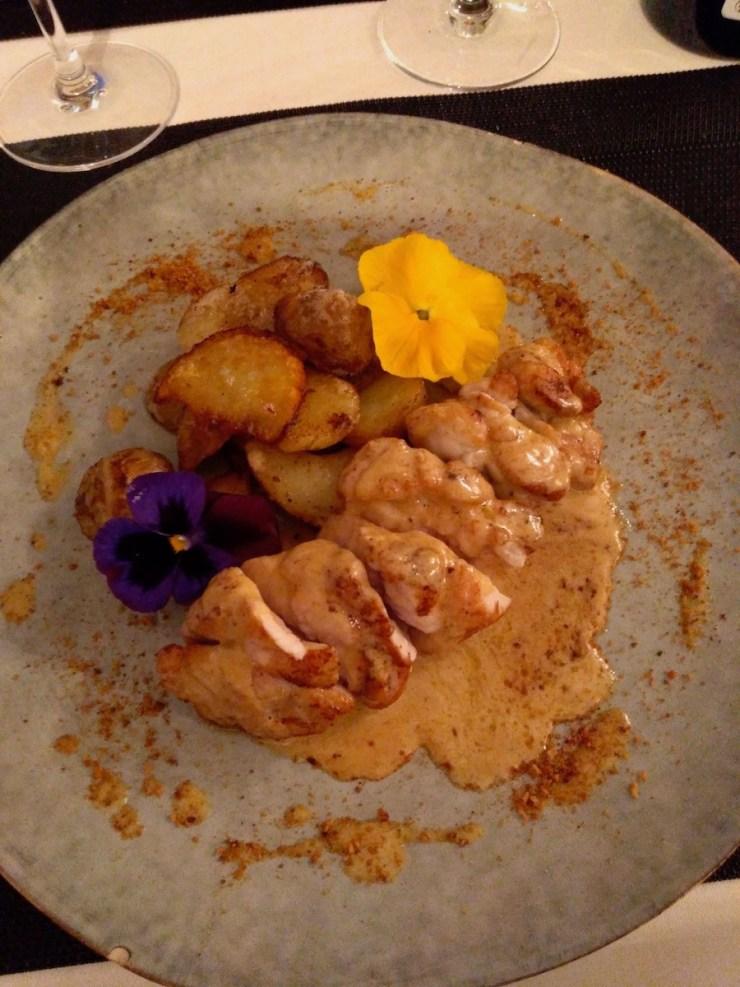 Ris de veau confit dans une graisse de canard, pommes de terre braisées au foie gras. - Le P'tit Mich - Tours