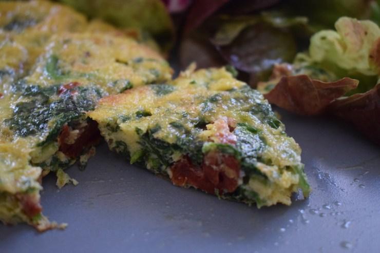 omelette aux épinards et aux tomates séchées