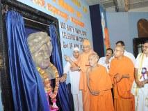 0022 Srimat Swami Vishwatmanandaji Maharaj, Belur Math is unveiling Swamiji's Swamiji