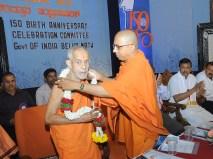 0028 0009 Sri Sri Vishweshateertha Swamiji, Sri Pejawar Math, Udupi is being garlanded by Swami Jitakamanadaji