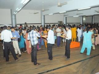 0053 Delegates partaking lunch