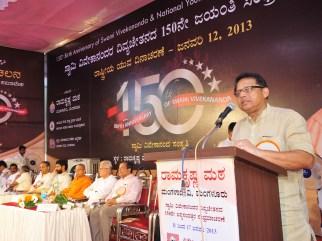040 Sri Anwar Manippadi, President, Karnataka Minority Commission Addressing the gathering