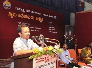 172 Prof B V Vasanth Kumar, Dept of Kannada, Maharani Arts & Commerce College, Mysore addressing the Youth