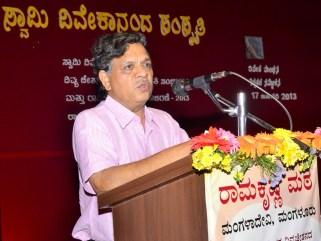 186 Dr Mahabaleshwar Rao, Rtd Principal, TMA Pai College of Education, Udupi addressing the teachers