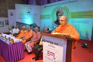 Swami Jitakamanandaji delivering the key note address