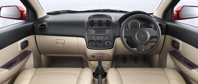 Chevrolet_Enjoy_Mangalore_Taxi4