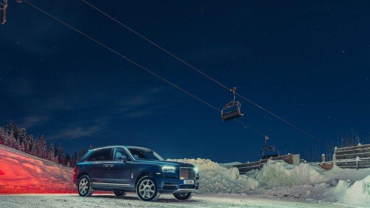 Rolls-Royce poslal do francouzských Alp několik svých modelů, budou vozit zákazníky