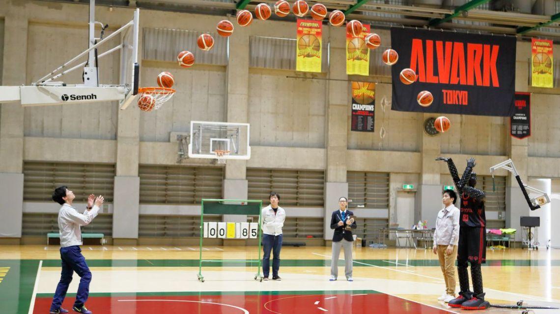 Robot basketbalista od Toyoty se zapsal do Guinnessovy knihy rekordů